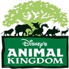 Logo do Animal Kingdom, que consiste na Árvore da Vida em verde claro, com a silhueta de diversos animais e o nome do parque abaixo em um fundo verde-escuro.