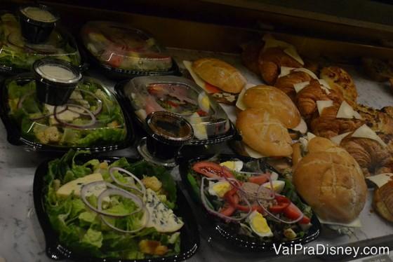 Algumas das saladonas disponíveis no pavilhão da França.