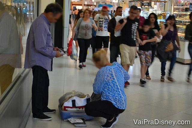 TODO mundo presta atenção quando alguém abre uma mala cheia de sacolas, imagina os ladrões.