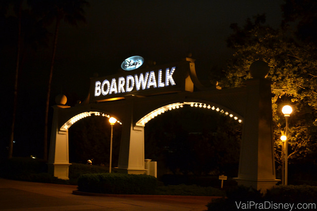 Entrada do Boardwalk Inn, hotel onde ao fundo, fica o Disney's Boardalk.