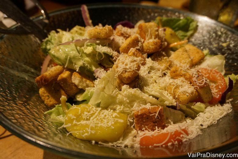 A salada também é clássica! Foto do prato de salada no Olive Garden