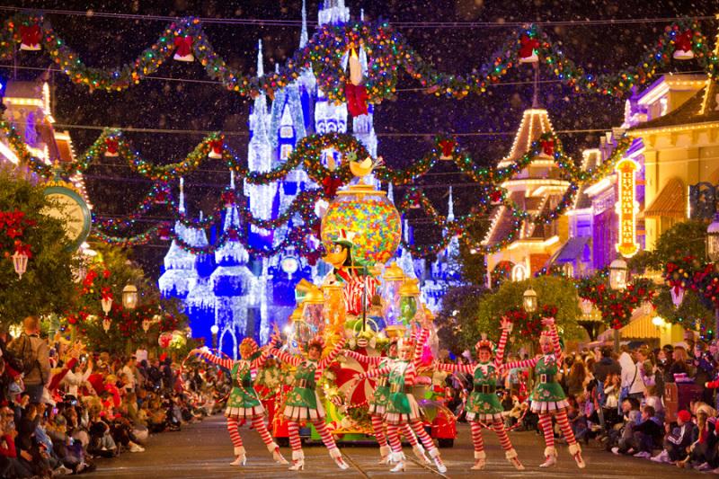 Não consigo explicar quão mágica é a festa de Natal. Linda, linda, linda!
