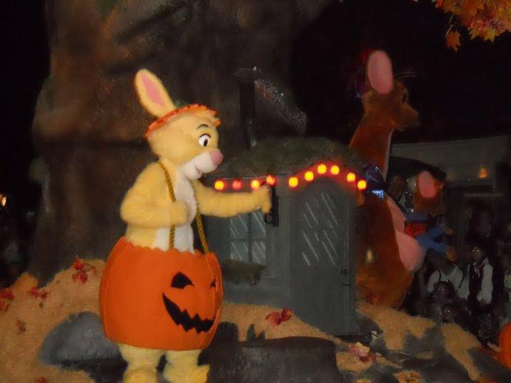 Até o Abel, Erika e Guru, personagens menos famosos da turma do Pooh aparecem na parada.