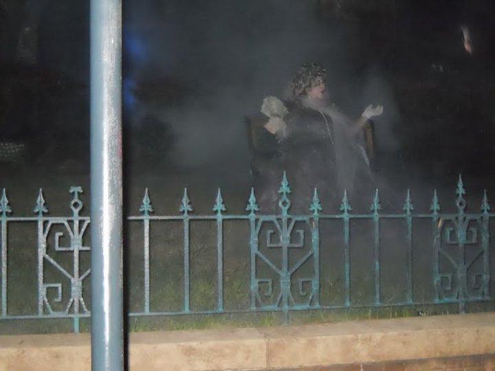 Show da fantasma que rolava em frente a Haunted Mansion. Muito legal!!