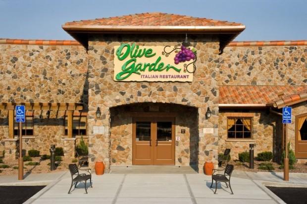 Olive Garden, a mesma carinha em todos os EUA. Foto da fachada do Olive Garden, com a placa indicando o nome do restaurante