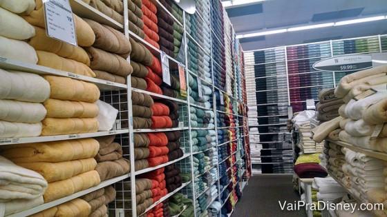 O setor de toalhas de banho da Bed Bath & Beyond de Orlando.