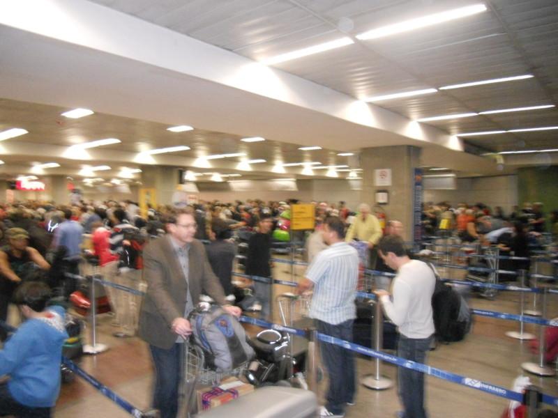 Fila gigantesca na alfândega do aeroporto de Guarulhos
