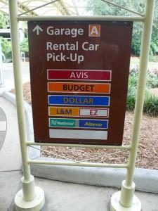 Placa para o estacionamento das locadoras de carro no aeroporto de Orlandoa