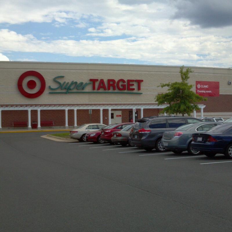 Super Target, que não é 24 horas, mas fica aberta até tarde para fazer uma sessão de compras depois do jantar