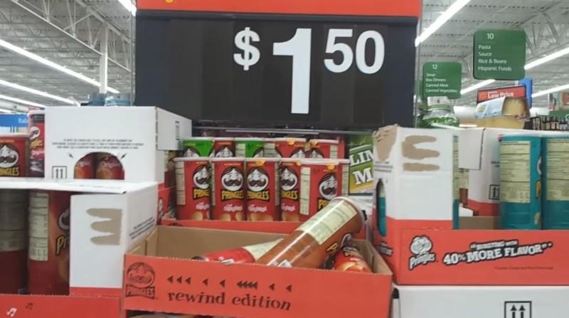 Batatinhas Pringles por U$1,5 no Walmart! Aqui no Brasil pode chegar a R$10. Ótima pedida para levar aos parques e economizar um pouco.