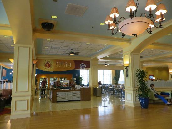 Foto da recepção do Wyndham com algumas opções de restaurantes para o café da manhã.