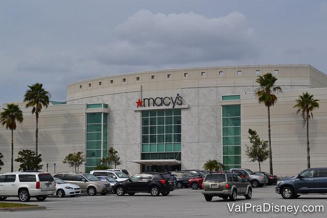 Macy's do Florida Mall, do lado de fora. Dá para estacionar ali do lado e entrar direto na loja.