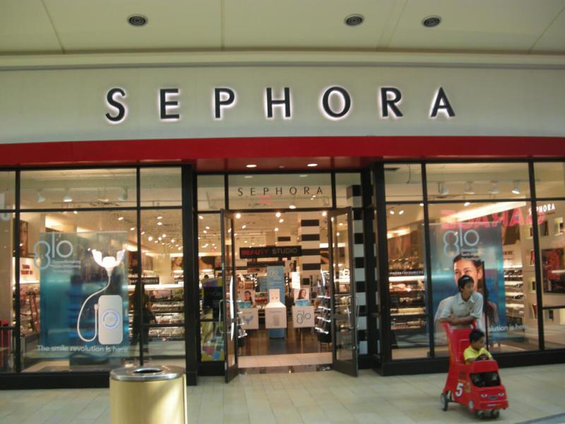 Sephora: parada obrigatória para quem quer comprar cosméticos. Foto da vitrine da loja Sephora em Orlando.