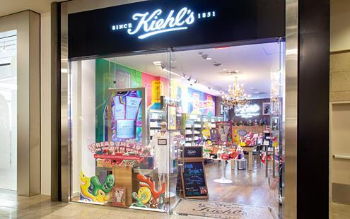 Loja da Kiehls no Mall at Millenia. Sempre passo lá para comprar o meu hidratante de mão preferido e acabo levando outras coisinhas também. Foto da vitrine da loja Kiehl's.