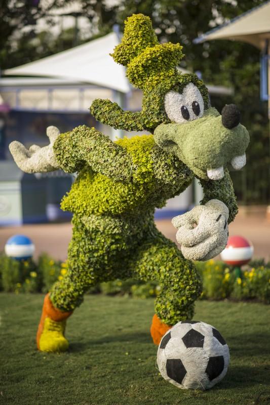 Pateta esculpido em uma topiária no Flower & Garden Festival que começa em Abril