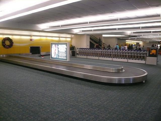 Esteira de bagagem no aeroporto de Orlando, para quem desembarcou em voo doméstico. Foto: Michael Gray