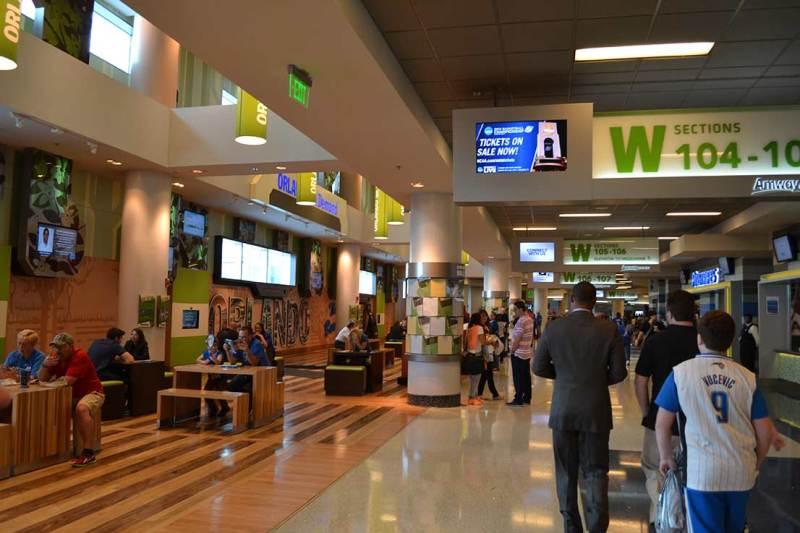 Veja só a limpeza e organização da área interna da arena do Orlando Magic. Só na NBA mesmo