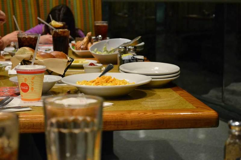 Garden Grill - Macarrão com queijo da mesa vizinha: está é uma das alternativas do menu infantil.