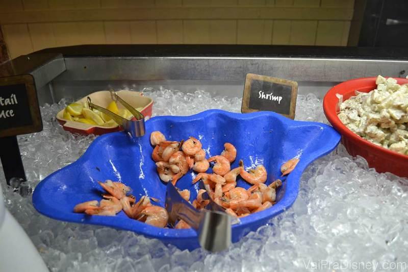 Foto do camarão gelado no buffet do Trails End