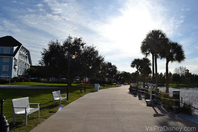 Além de ser uma caminhada rápida do Disney's Beach Club Resort até o Epcot, é um cenário muito bonito.