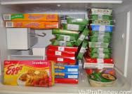 Freezer típico de funcionários da Disney brasileiros, completamente lotado de congelados de 1 dólar.