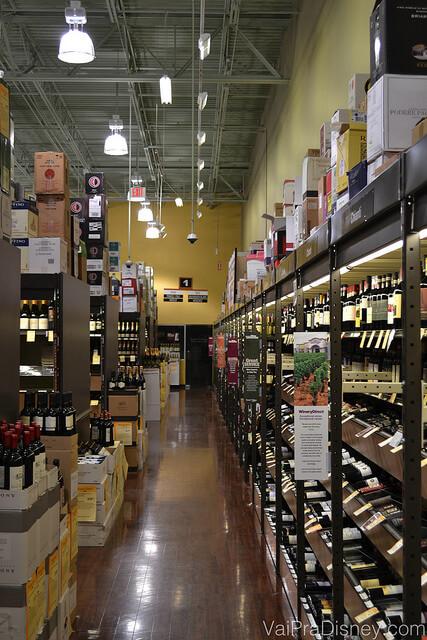 Corredores que são divididos de acordo com o local de produção e tipo de vinho
