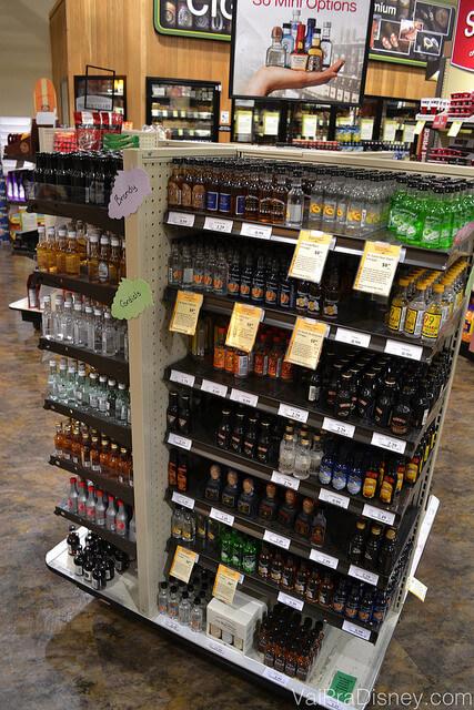 Garrafas de bebidas em miniaturas. Uma ótima idéia para presentear alguém aqui no Brasil ou para trazer como souvenir