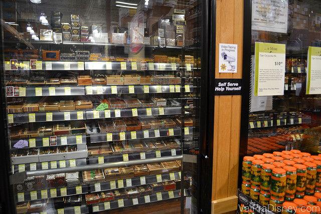 """""""Aquário"""" onde são armazenados os charutos na Total Wine"""