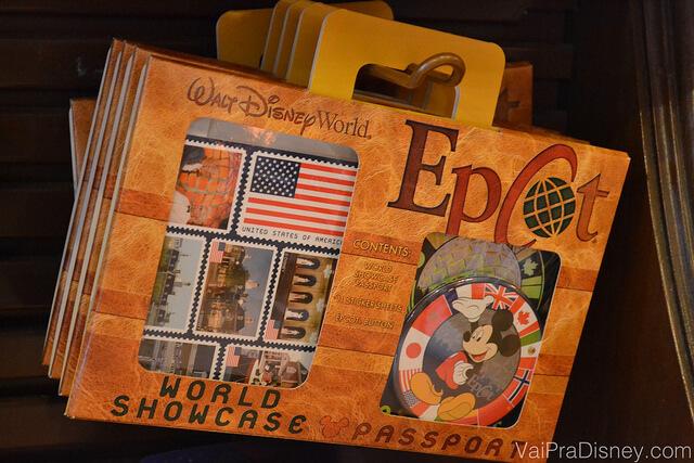 Passaporte do World Showcase, no Epcot. Reunir carimbos no passaporte foi a coleção que eu mais gostei de fazer quando era menor.