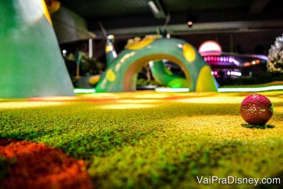 Mini-golf é surpreendentemente divertido para a família e não é uma programação cara!