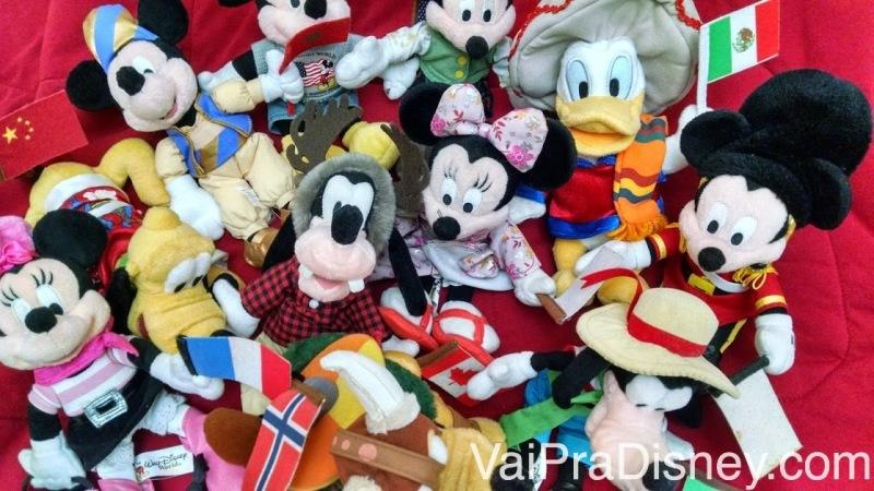Foto dos bichinhos de pelúcia de cada país do Epcot comprados na Disney