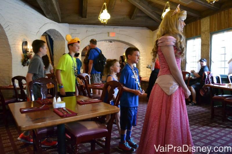 No Akershus, as princesas fazem um desfile com as crianças diversas vezes durante a sua refeição.