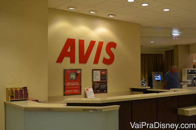 Foto do balcão da locadora de carros Avis dentro do Hilton Lake Buena Vista