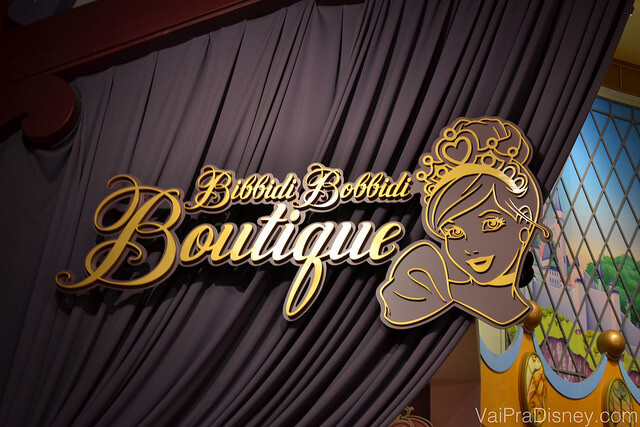 Foto da entrada da Bibbidi Bobbidi Boutique, onde as meninas se transformam em princesas.