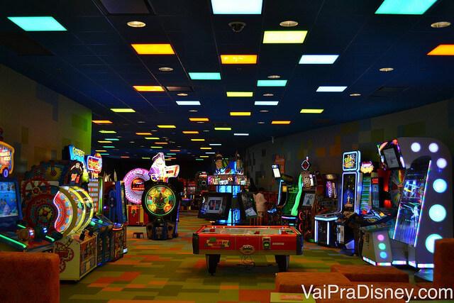 Arcade do Art of Animation: cheia de jogos e fliperamas para divertir a criançada.