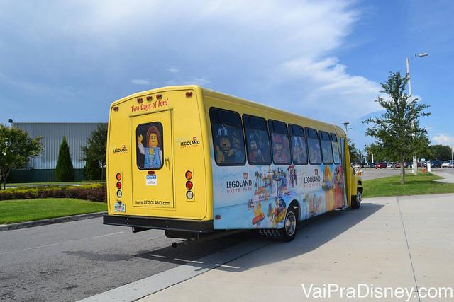 Shuttle da Legoland que sai da International Drive e custa 5 dólares.