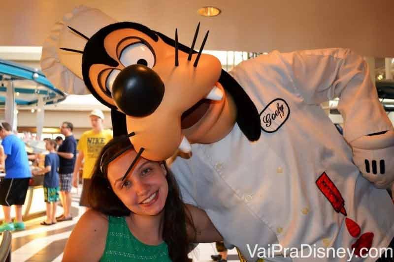 O Chef Mickey's também é um restaurante com personagens com buffet e preço fixo. Como ele é super popular, dependendo do tamanho do grupo você precisará dividir em algumas mesas para conseguir uma reserva por lá.