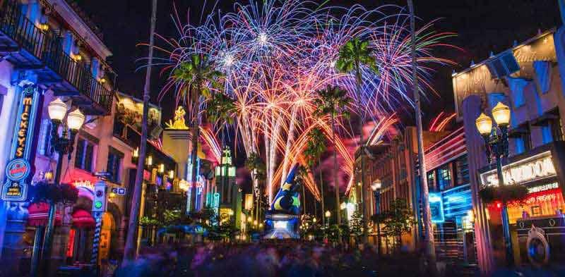 Show de fogos no Hollywood Studios com a temática de filmes para comemorar o ano novo