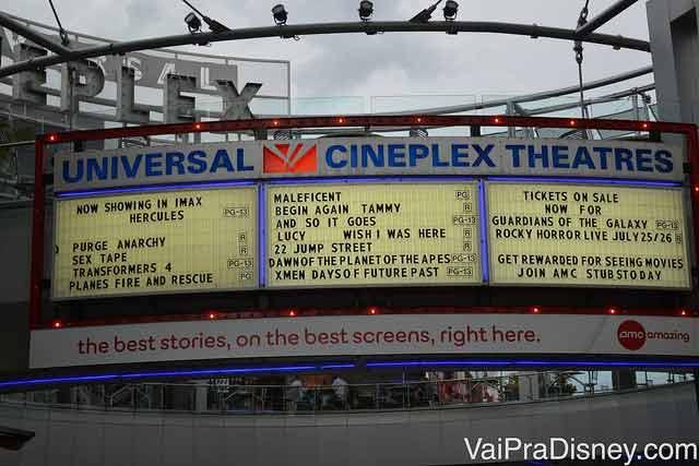 Gigante complexo de cinemas do CityWalk, mas aqui os filmes em inglês não são legendados não