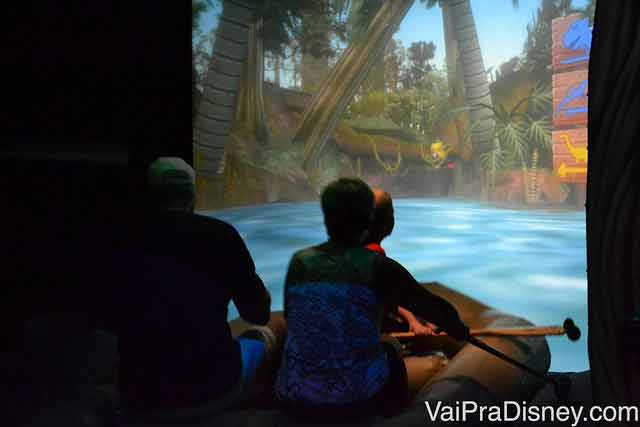 Cada um remando no seu bote no Jungle Cruise do DisneyQuest