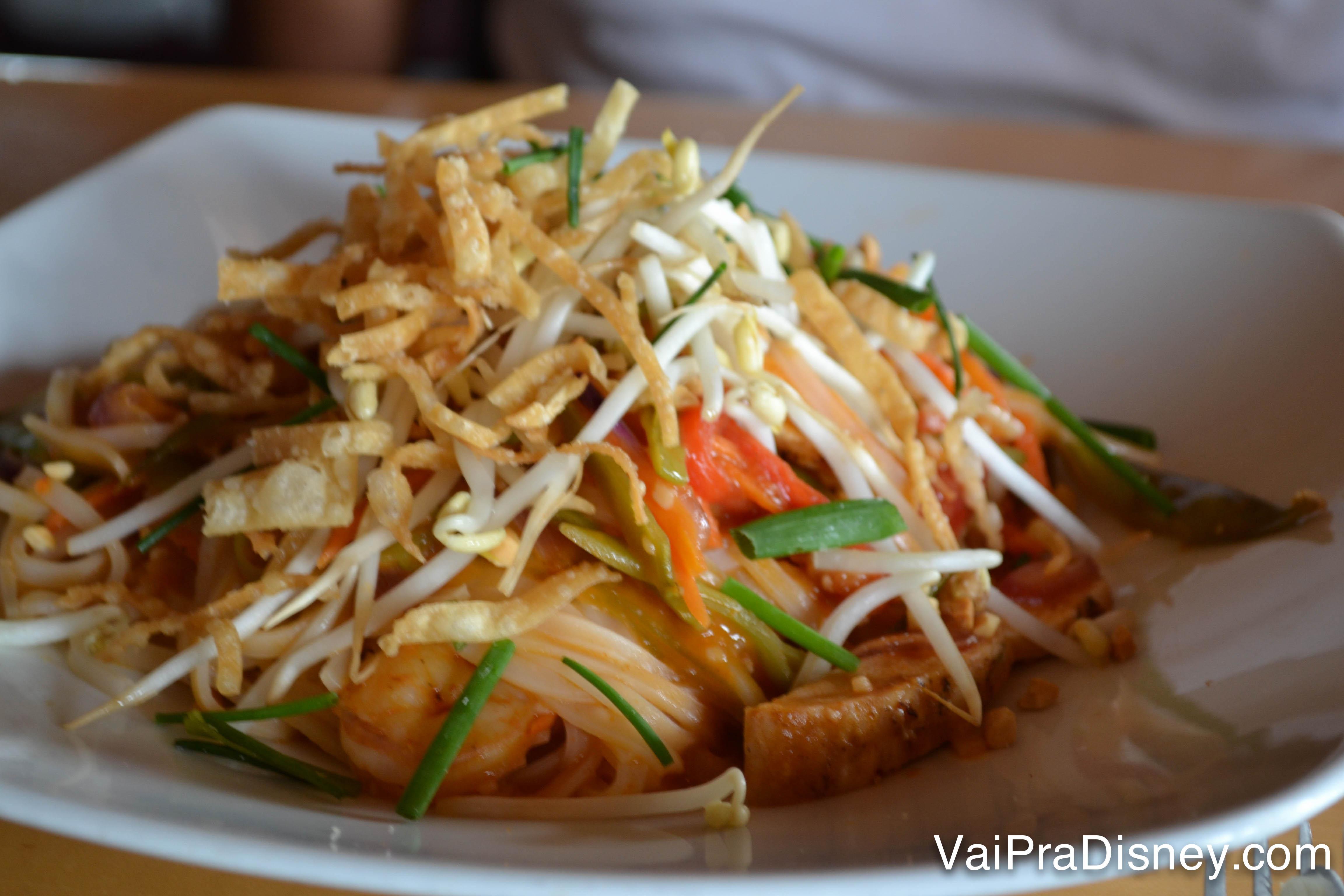 Foto do prato com frutos do mar do restaurante, o Pad Thai
