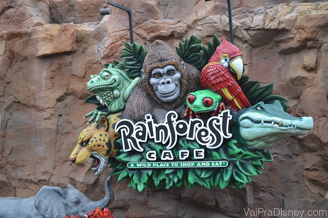 O Rainforest Cafe é outro restaurante legal tematizado a ser considerado.