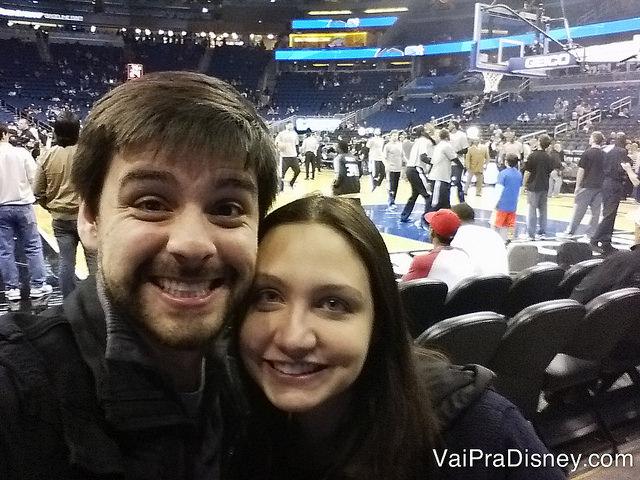 Eu e o Felipe em um jogo do Orlando Magic pela NBA. Nesse jogo estávamos no melhor setor, o Ultimate