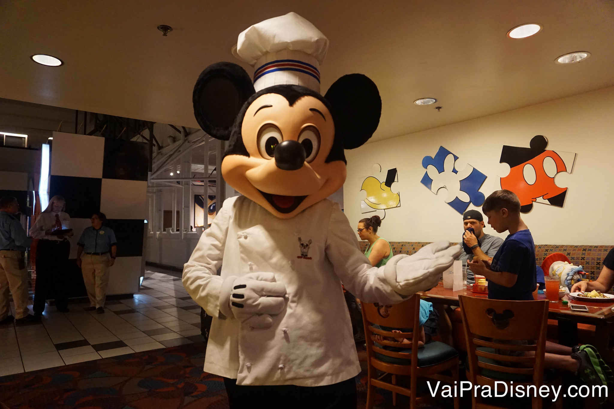 Mickey chef de cozinha no Chef Mickey's.