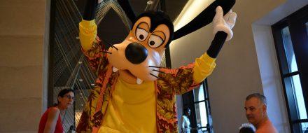O Pateta aparece com o Mickey e com a Minnie no Ravello, dentro do Four Seasons.