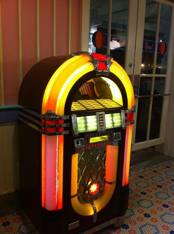 Jukebox antiga no Beaches & Cream