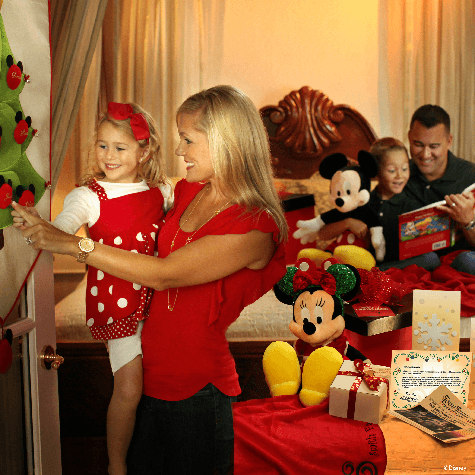 Foto de decoração da Disney do pacote de Natal para celebrações no quarto. Como eu disse, é caro, mas é bem marcante.