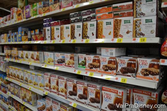 Barras de cereal no Walmart de Orlando. Ótima pedida para levar aos parques e economizar