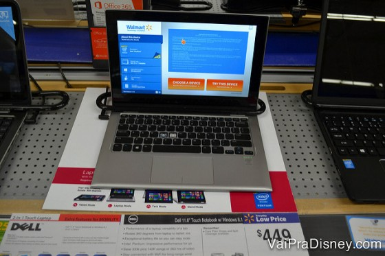 Foto de um notebook à venda na loja, da marca Dell, com a etiqueta de preço (US$449)