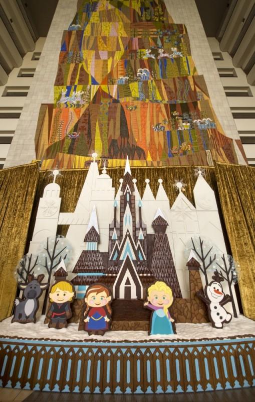 Foto do enfeite de Gingerbread (biscoitinho de gengibre) com personagens de Frozen no Contemporary Resort.